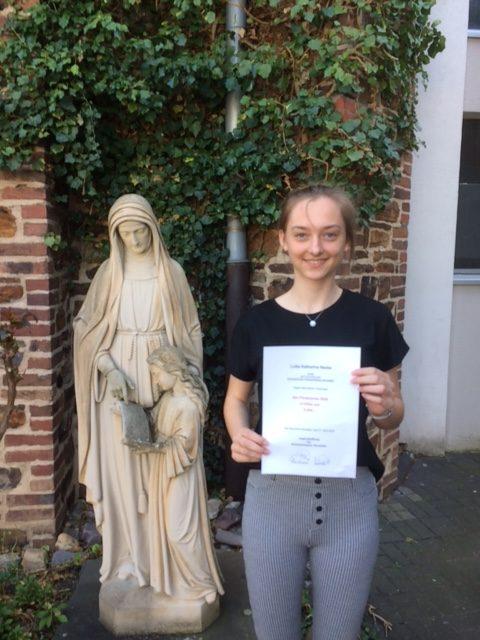 Abiturientin Lotte Nacke wurde ausgezeichnet