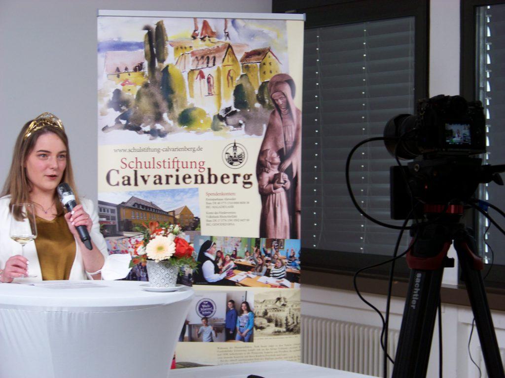 Eva Lanzerath bei der digitalen Weinprobe (Foto: Renate Köllges)