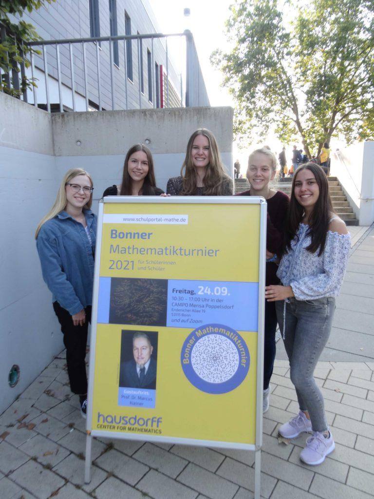 (V.l.n.r.): Selina Prinz, Larissa Fink, Lisa Schäfer, Jule Müller und Elisa Eich (alle MSS 13)